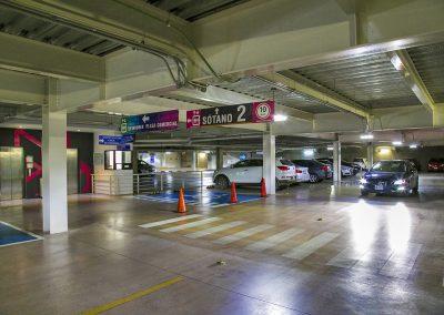 Estacionamiento privado con acceso controlado